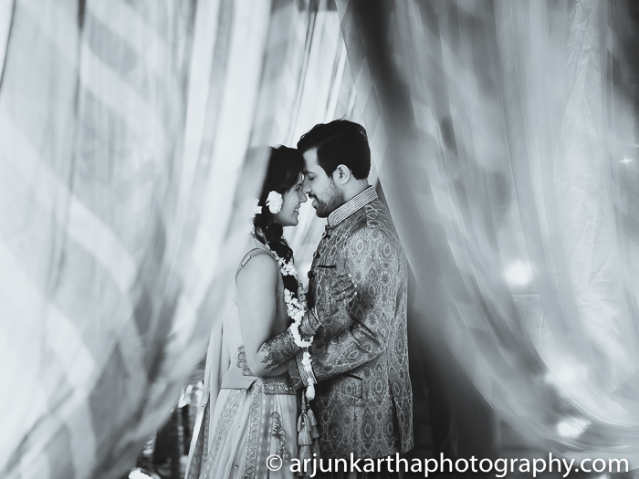Arjun-Kartha-Candid-Wedding-Photography-Sarika-Avin-40