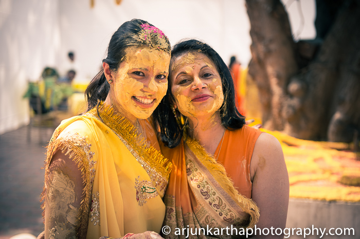 Arjun-Kartha-Candid-Wedding-Photography-Sarika-Avin-54