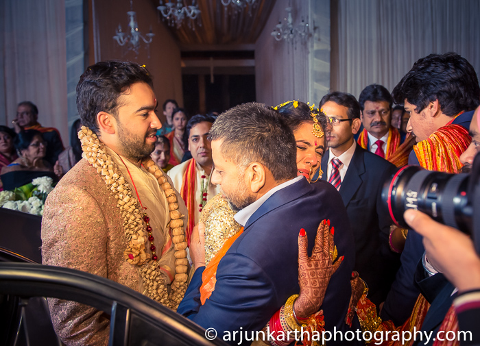Arjun-Kartha-Candid-Wedding-Photography-Karishma-Aditya-56