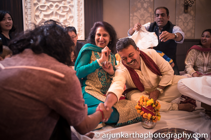 Arjun-Kartha-Candid-Wedding-Photography-Karishma-Aditya-68