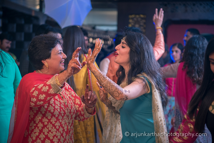 Juhi-Akshay-Real-Wedding-15